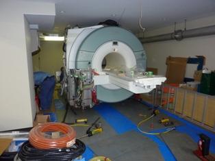 fMRI装置が搬入されました。