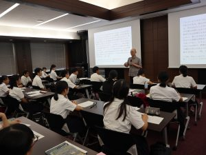 Students from Meizen Prefectural High School in Fukuoka visited the KRC to attend lectures by Professor Hiroshi Yoshioka and Professor Nobuhito Abe