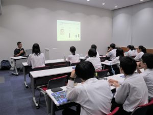 Students from Shiga Prefectural Zeze High School visited the KRC to hear a lecture by Associate Professor Wataru Sato.